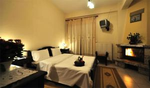 A bed or beds in a room at To Balkoni tis Limnis Plastira