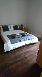 A bed or beds in a room at The Haven Cottage