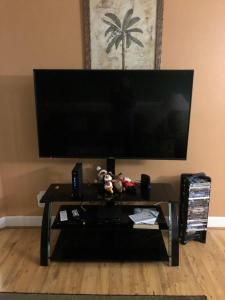 A television and/or entertainment centre at Grand Palms - 8840-A