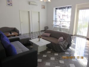 A seating area at Apartment Dora