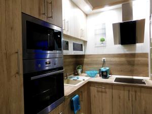 A kitchen or kitchenette at Wonder Deer Lux Apt-Opera