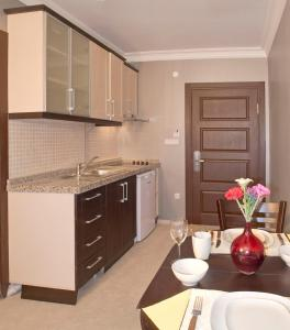 Кухня или мини-кухня в The Bosphorus House