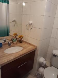 Un baño de Apartment 209