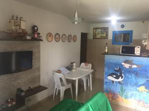Uma TV ou centro de entretenimento em Parque das Orquideas Itamaraca PE