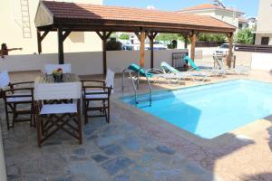 The swimming pool at or near Villa Triada