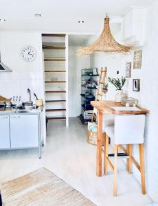 Een keuken of kitchenette bij ELSK Cottage