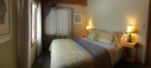 Cama ou camas em um quarto em Sunshine Bay Guesthouse