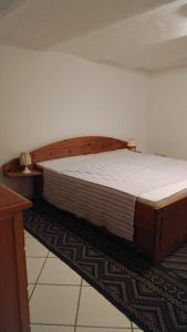 Ein Bett oder Betten in einem Zimmer der Unterkunft Fewo Bendig