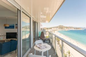 A balcony or terrace at Pierre & Vacances Blanes Playa