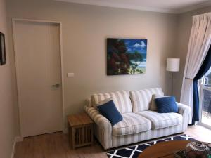 Кът за сядане в Lavender Hills Luxury Apartment in Greenhithe