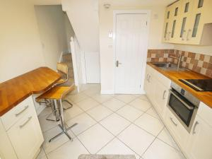 A kitchen or kitchenette at The Lair