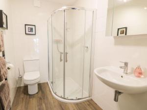 Un baño de Tigh Ban