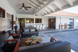 A seating area at Villa Las Olas