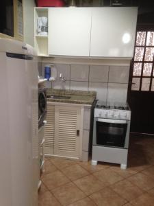 Una cocina o zona de cocina en Sobrado Triplex