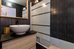 A bathroom at Studio ToulouseCityStay Blagnac