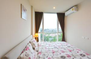 A bed or beds in a room at Cozy Stay @ Central Shopping Phuket