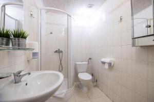 Vonios kambarys apgyvendinimo įstaigoje Golden Lion Szewska 19
