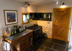 A kitchen or kitchenette at East Heddle