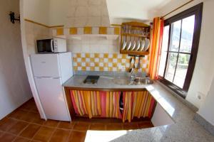 A kitchen or kitchenette at Apartamentos Rurales Sierra Alta