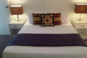 A bed or beds in a room at Excluza