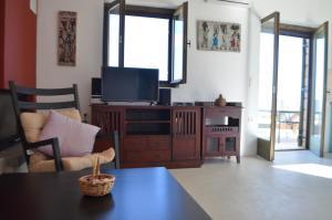 Telewizja i/lub zestaw kina domowego w obiekcie Kalypso Apartments