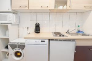 Kuchyň nebo kuchyňský kout v ubytování Royal Resort Apartments Belvedere