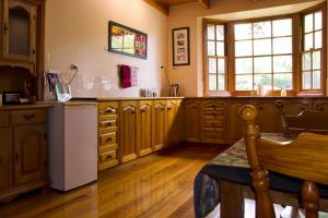 A kitchen or kitchenette at Gellibrand River Gallery Accommodation