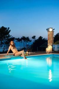 בריכת השחייה שנמצאת ב-Spilia Bay Villas או באזור