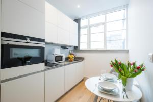 A kitchen or kitchenette at Aldgate Suites