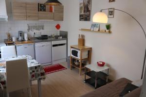 A kitchen or kitchenette at studio jardin