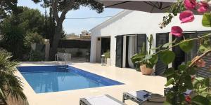 Der Swimmingpool an oder in der Nähe von Casa Alexia