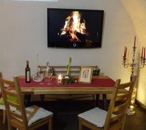 Televízia a/alebo spoločenská miestnosť v ubytovaní Ferienappartements Oberstbergmeisteramt