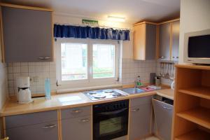 Kuchyň nebo kuchyňský kout v ubytování Apartments Haus Eintracht Sellin