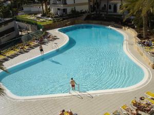 A view of the pool at Apartamentos Koka or nearby
