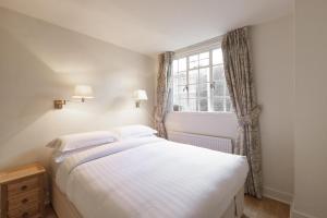 Un ou plusieurs lits dans un hébergement de l'établissement Windsor Court by Onefinestay
