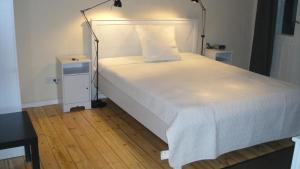 A bed or beds in a room at Messe Berlin Apartment