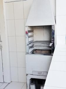 A kitchen or kitchenette at 02 Quartos próximos ao mar