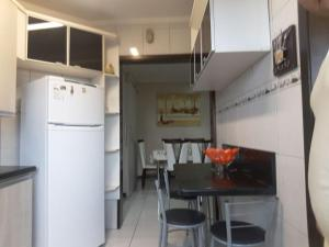 A kitchen or kitchenette at Apartamento no centro de Torres !!!!