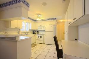 A kitchen or kitchenette at Beach Paradise Beach House