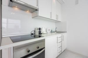 A kitchen or kitchenette at Playa Honda 1A008