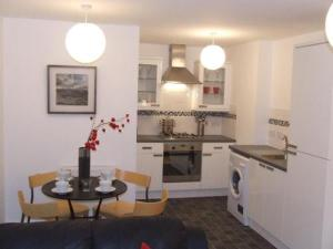 A kitchen or kitchenette at Railway House