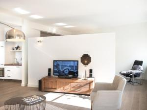 Een TV en/of entertainmentcenter bij BizStay City Apartment