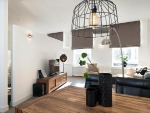 Een keuken of kitchenette bij BizStay City Apartment