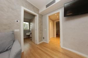 A television and/or entertainment center at Be Apartments Brembo