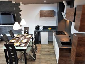 A kitchen or kitchenette at Lux Apartment Modern