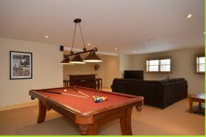 A pool table at Chalet Charmwood