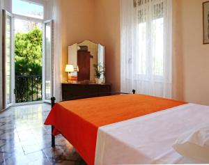 A bed or beds in a room at Italian flair with a view