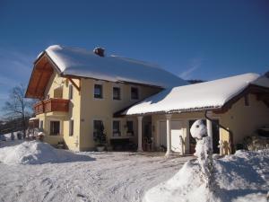 Ferienwohnung Bacher during the winter