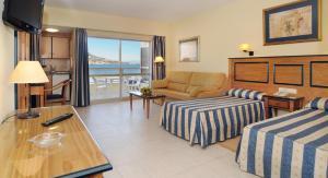 A seating area at Hotel Apartamentos Pyr Fuengirola