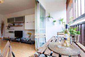 A seating area at Moderno Apartamento bien comunicado. WIFI